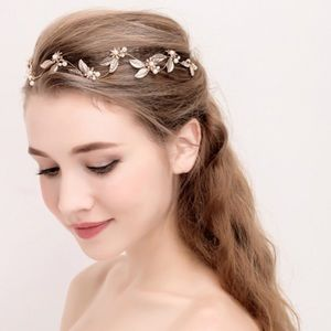 Jewelry - Gold and Pearl Cluster Head Piece / Crown 👑